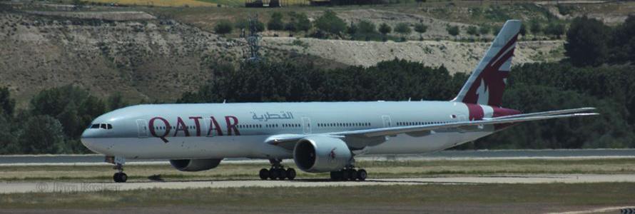 Boing 777 von Qyatar Airways am Flughafen von Madrid